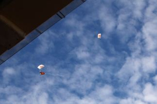 09_parachutes