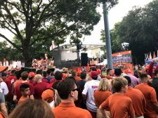 05_gameday-crowd